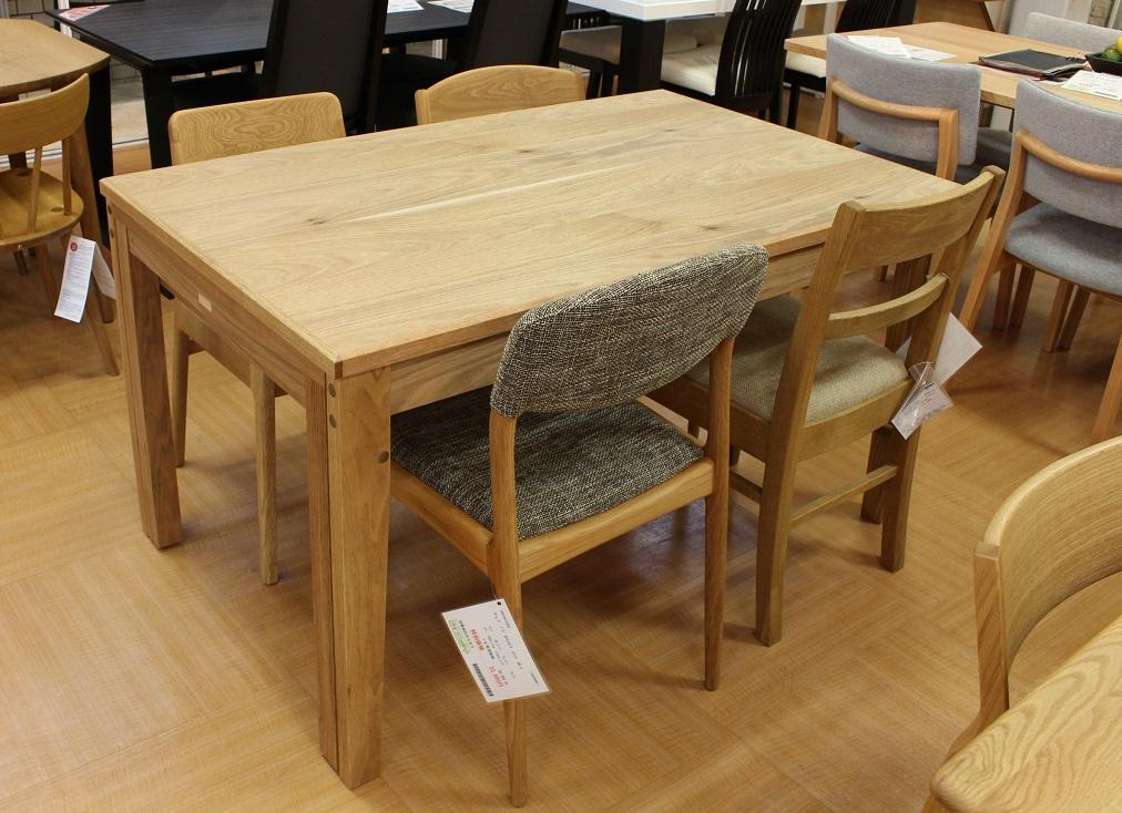 テーブル Aki